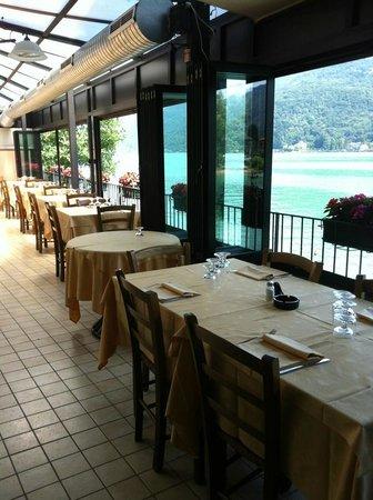 I tavolini affacciati sul lago - Picture of Crotto Buzzi ...