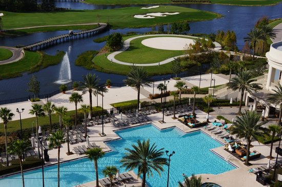 Waldorf Astoria Orlando:                   Piscina e campo de golf