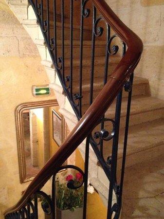 Qualys-Hôtel La Tour Intendance : l'escalier de la tour
