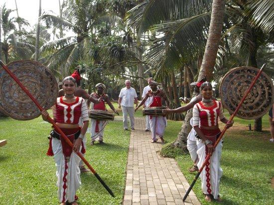 เมอร์เมด โฮเต็ล & คลับ:                   Wedding dancers leading groom through hotel grounds