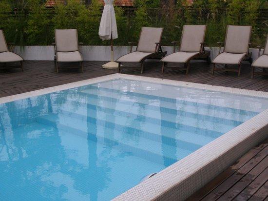 Awa Boutique and Design Hotel: la piscina
