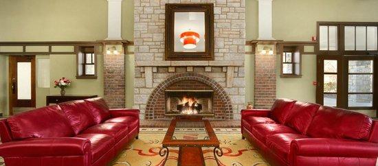 ذا إلمز هوتل آند سبا: Hotel Lobby Fireplace