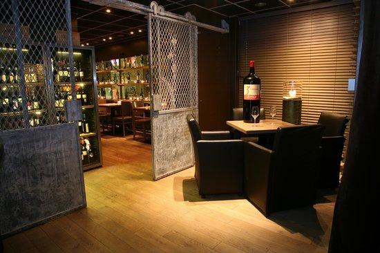 Grill De Vette Os: na de maaltijd een heerlijk glas..... in de bar