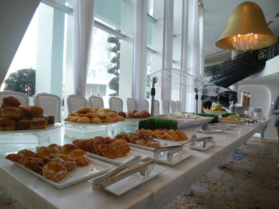 Mondrian South Beach Hotel:                   Buffett del desayuno