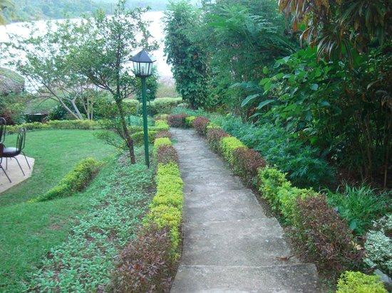Oruthota Chalets:                   garden walk