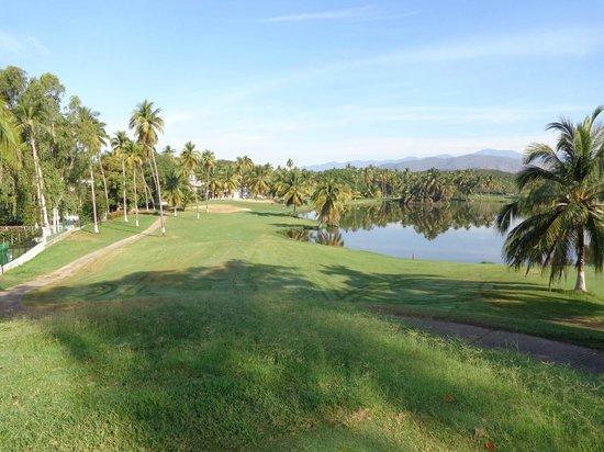 Campo de Golf Ixtapa:                                     beautiful par 3 with lake full of croc beside