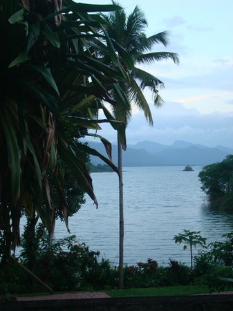 Oruthota Chalets:                   view over the river from the grounds