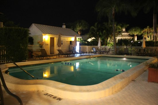 Lemon Tree Inn: Piscina
