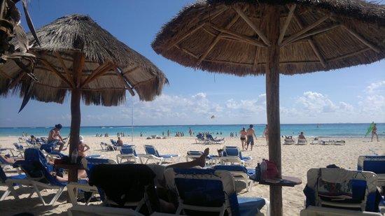 Sandos Playacar Beach Resort:                   playa del hotel