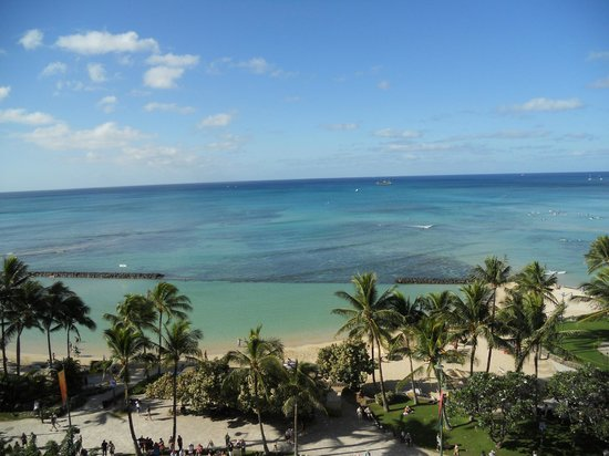 Aston Waikiki Circle Hotel :                   view from oceanfront room 9th floor balcony