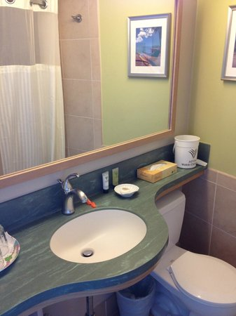 Aston Waikiki Circle Hotel:                   bathroom, loved the goldfish by the sink extra touch!