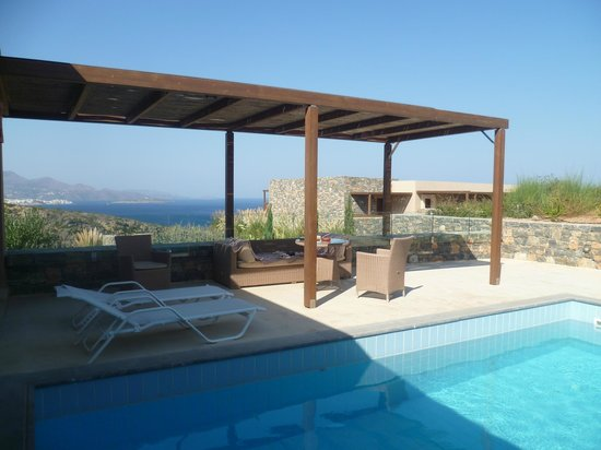 Daios Cove Luxury Resort & Villas:                   Privat-Terrasse