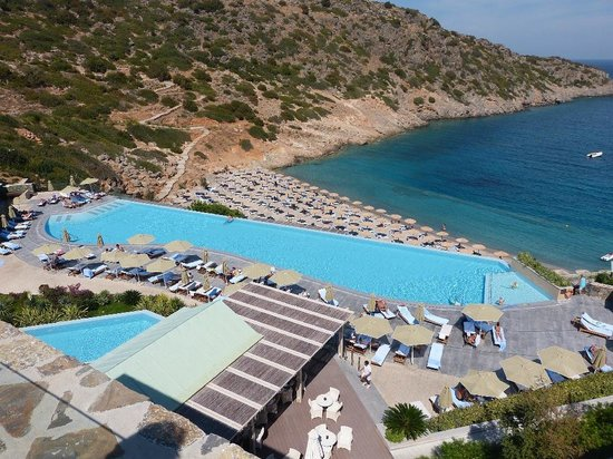 Daios Cove Luxury Resort & Villas:                   Pool und Strand