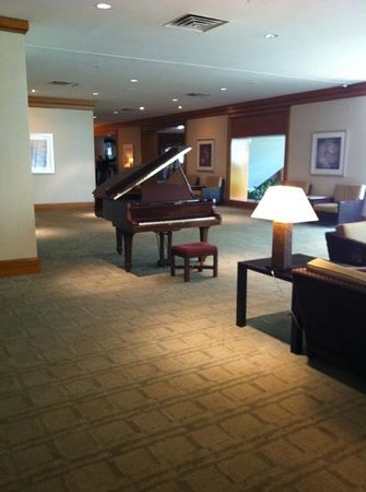 Westin Tampa Harbour Island: piano on 1st floor lobby