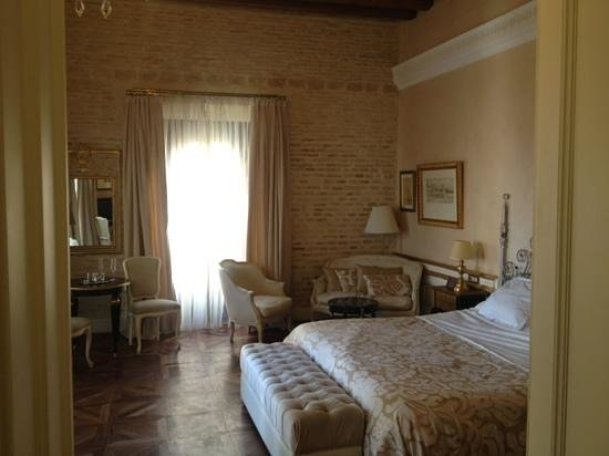 Hotel Casa 1800 Sevilla:                   Bedroom - grander than expected...h