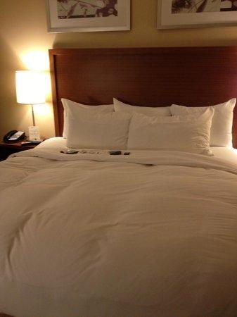 The Heathman Hotel Kirkland: bed