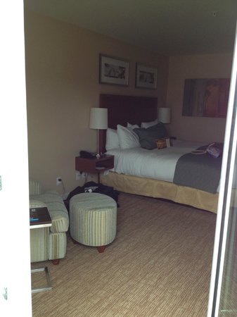 The Heathman Hotel Kirkland: View from balcony to bedroom