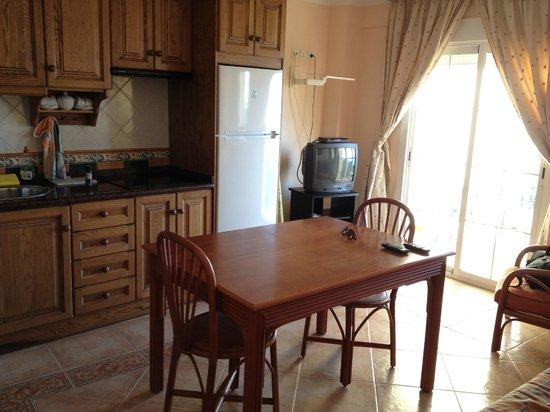 Apartamentos Balcon de Carabeo:                   Kitchen area