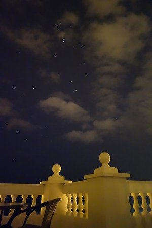 Apartamentos Balcon de Carabeo:                   view of stars from rooftop patio