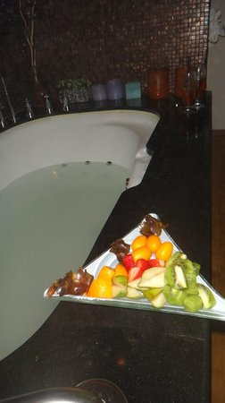 Carmel Forest Spa Resort by Isrotel Exclusive Collection: Spa tub