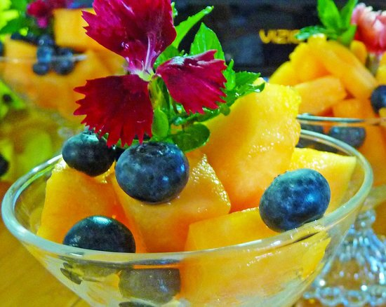 Adamstown Inns & Cottages: Fresh Fruit from local farmers in Pa Dutch Country