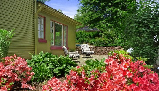 Adamstown Inns & Cottages: Dragonfly cottage patio- great for outdoor grilling