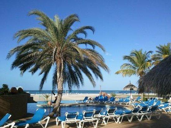 Punta Blanca Hotel:                   area de la piscina