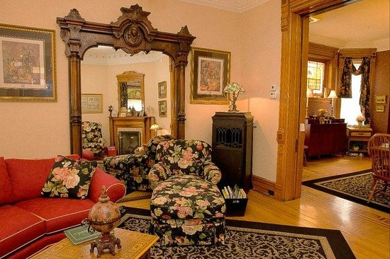 Philip W. Smith Bed and Breakfast: Philip W. Smith Parlor and Dining Room