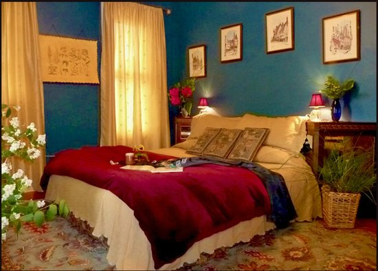 Amethyst Inn & Cottages: Jade room features therapeutic foam mattress
