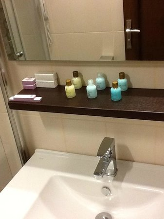 Aristocrat Hotel:                                     Wash Room