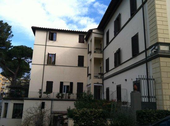 Hotel Chiusarelli: Back view of hotel