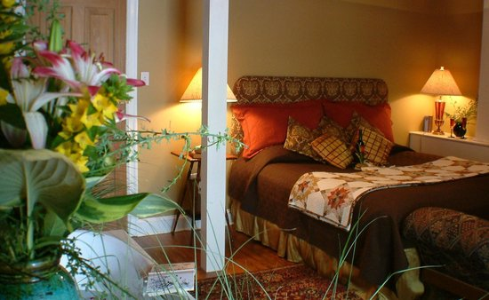 Amethyst Inn & Cottages: Ruby Suite- Romantic getaways in Lancaster County, PA