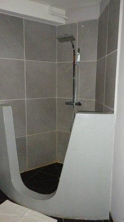 Hôtel Sarimanok :                   La douche...