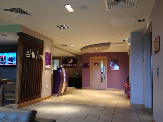 Premier Inn Edinburgh City Centre (Princes Street) Hotel:                   Reception area