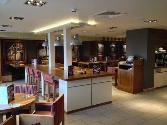 Premier Inn Edinburgh City Centre (Princes Street) Hotel:                   Dining area