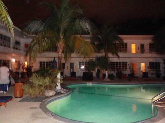 Tradewinds Apartment Hotel:                   vista desde la habtacion