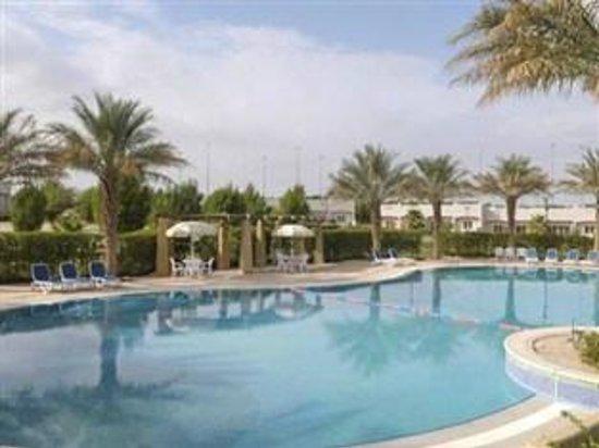 Al Jahra Copthorne Hotel & Resort: Chalets Pool