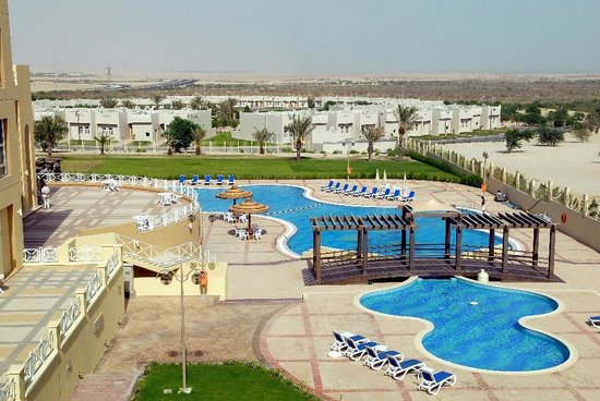 Al Jahra Copthorne Hotel & Resort: Hotel Main Pool