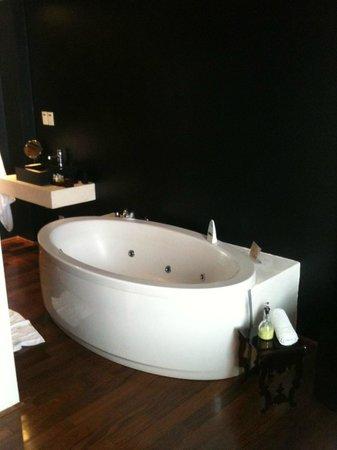 Zank by Toque Hotel:                   Banheira integrada a suite