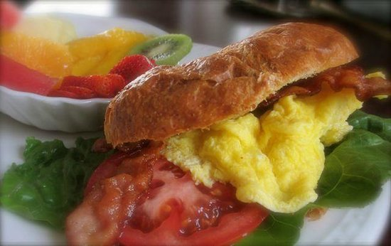 Gray Gables Bed and Breakfast: BLT Breakfast