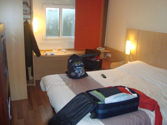 ไอบิสปารีส มงต์มาตร์18เอเม่:                   la nostra stanza