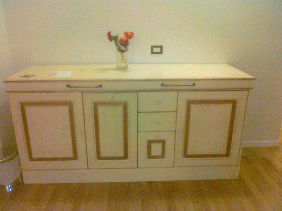 La Credenza Cucina : La credenza contenente cucina picture of b le stanze del