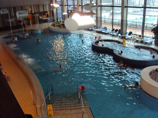 Hotel Balnea Superior:                   Scorcio piscina interna