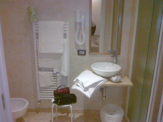 لو ستانزي ديل دومو:                   il bagno attrezzatissimo e ultra moderno                 