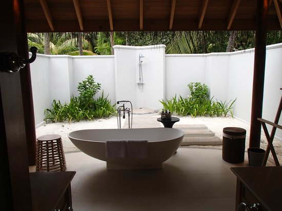 Dusit Thani Maldives:                   outdoor shower