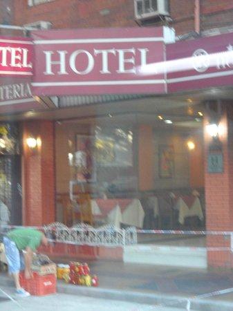 Hotel Pacifico: El vendedor de aceitunas ! bien barato !