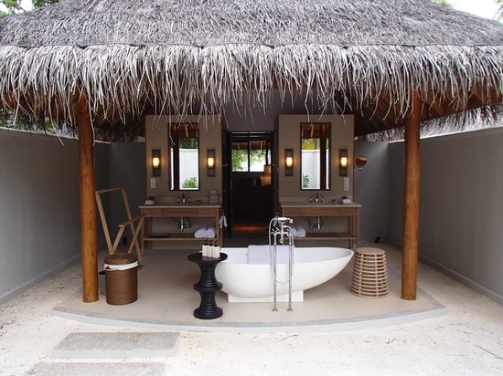 Dusit Thani Maldives:                   bathroom