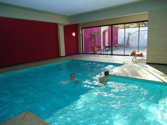 Best Western Premier Hotel de la Paix:                   vue piscine