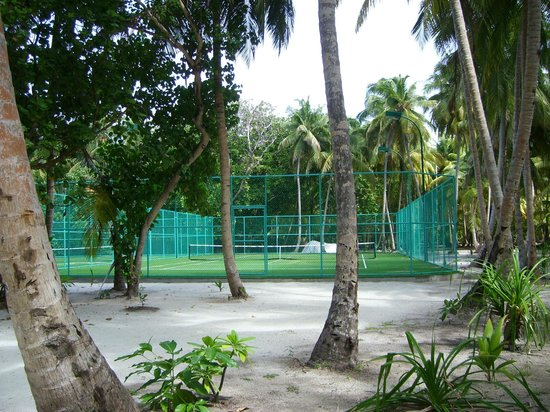Dusit Thani Maldives:                   tennis courts