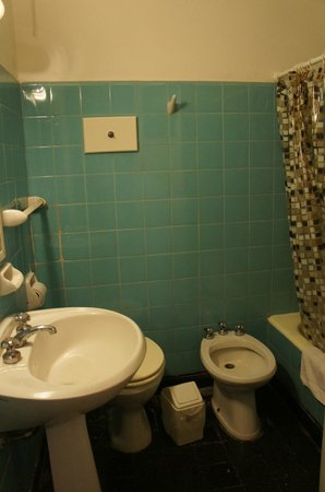 Ritz Hostel:                   bathroom